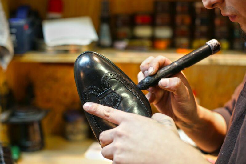 последний шаг создания обуви - добавить детали