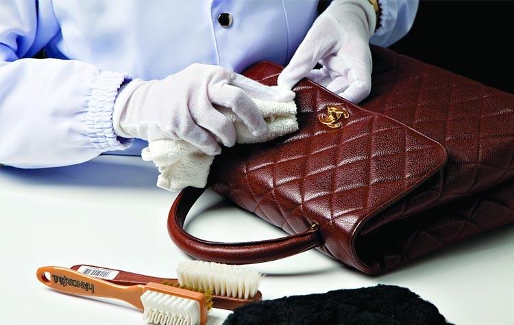 как правильно чистить кожаную сумку